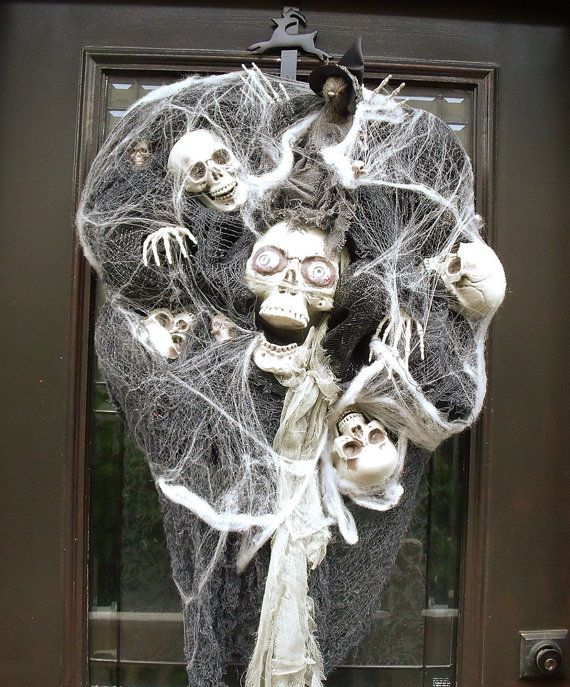 Hey, I found this really awesome Etsy listing at https://www.etsy.com/listing/195985822/scary-halloween-wreath-skull-wreath