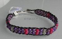 wraparmband van leer, paars en roze kraaltjes
