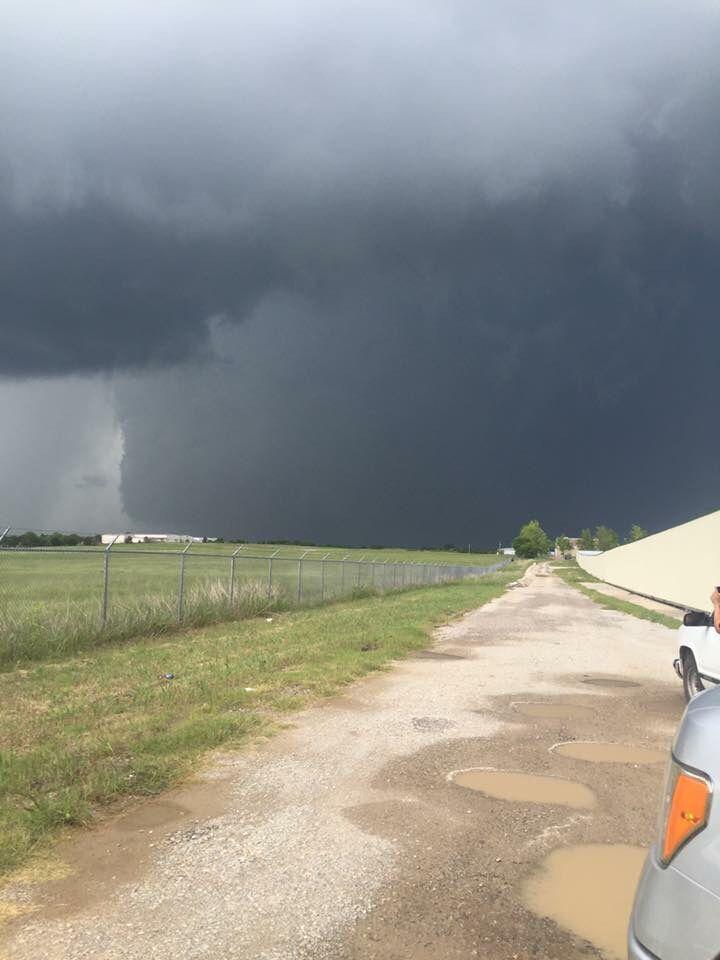 Massive tornado in Sulphur, OK May 8, 2016