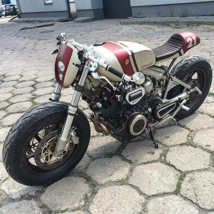@cardsharper_customs' XV750 Virago cafe racer