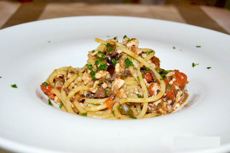Spaghetti con pesce e spada e taggiasche: l'estate in tavola | bigodino.it