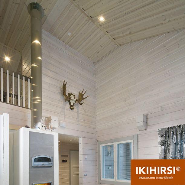 Гостиная в два этажа высотой. Модель H2-154 #деревянныйдом из клееного бруса #Ikihirsi. Еще больше проектов на http://www.ikihirsirussia.ru/