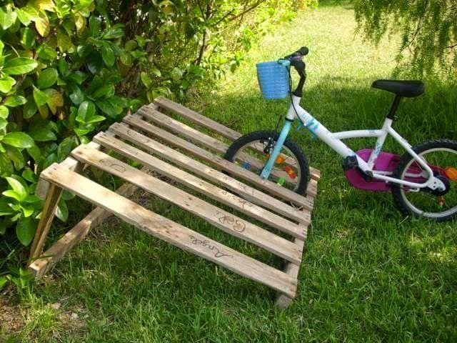 Muebles de palets: ¿No tienes un buen lugar donde aparcar tu bicicleta? ¡Los palets son la solución!