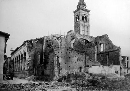 Il Tempio Malatestiano dopo i bombardamenti