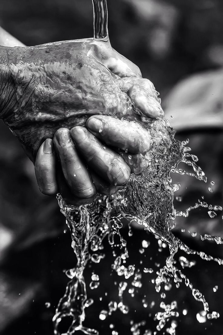 Pure de montagne by Constantin Pappas  This is an idea for high speed photography by capturing someone cleaning their hands with water. I also like the fact that it's in Black and White showing water that is fresh, that keeps you living and an old pair of hands portraying the passing of time.