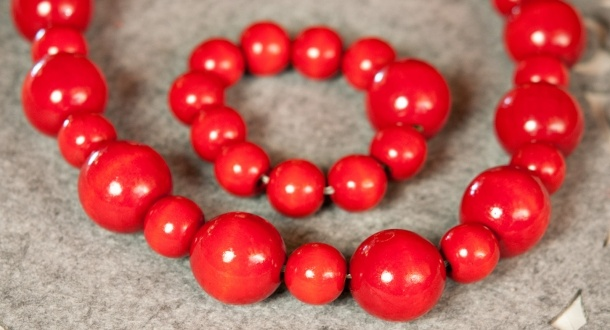 Punainen helminauha
