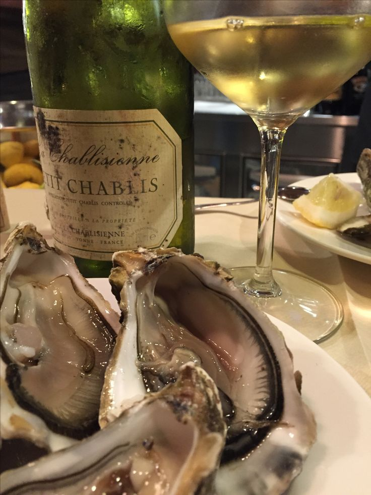 #Oysters and #Chablis at #ELucevanLeStelle  Wine Bar and Bistro in #Montepulciano #Tuscany
