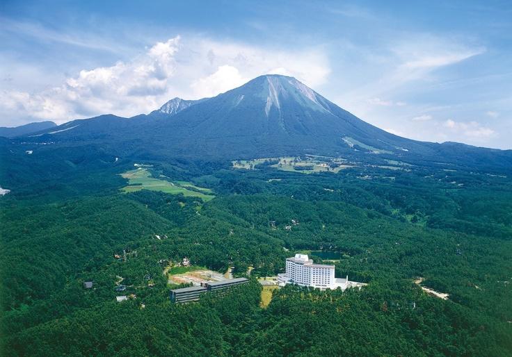古来から「神の山」として信仰される霊峰・大山。
