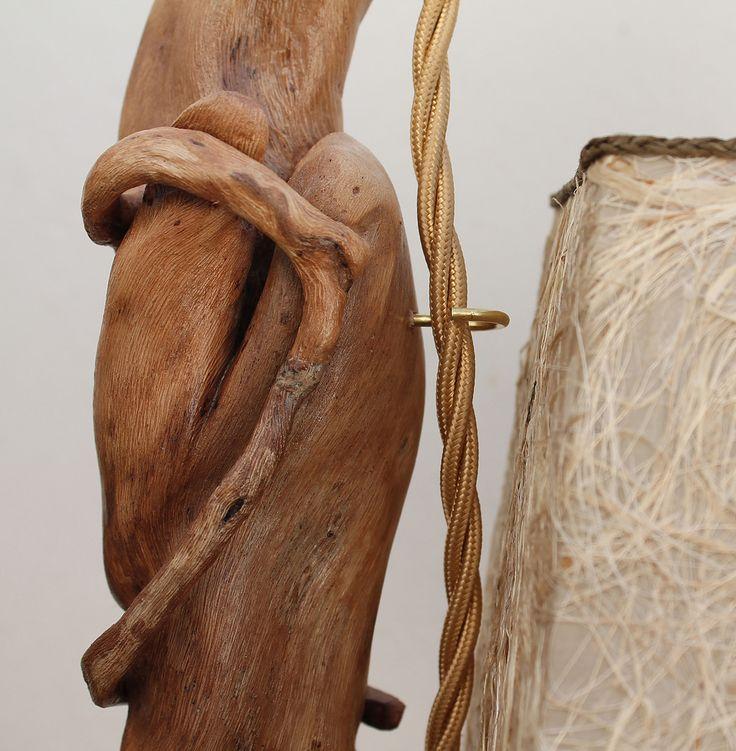 """""""Ippocampo"""": lampada da tavolo in legno di mare con base in pietra leccese sagomata a scalpello. Paralume rivestito di tessuto e fibra vegetale con passamaneria in filo carta intrecciato."""