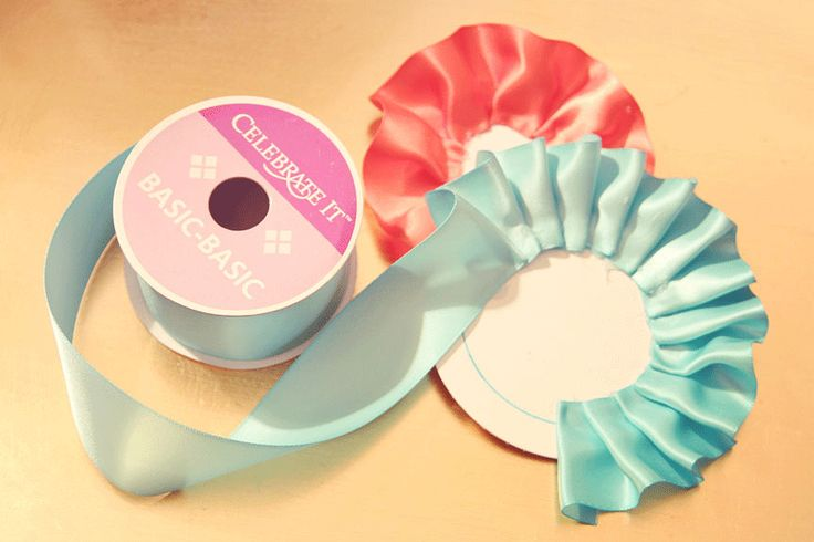 OMG so easy to make awards/ribbons/flowers/etc!!
