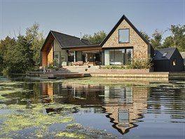 Dům stojí v romantickém prostředí oblíbeného britského národního parku Broads.