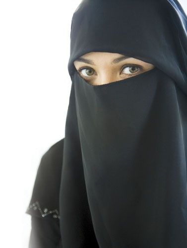 This kinda looks like Shayla. Guess it's hard to tell with the niqab on.... lol