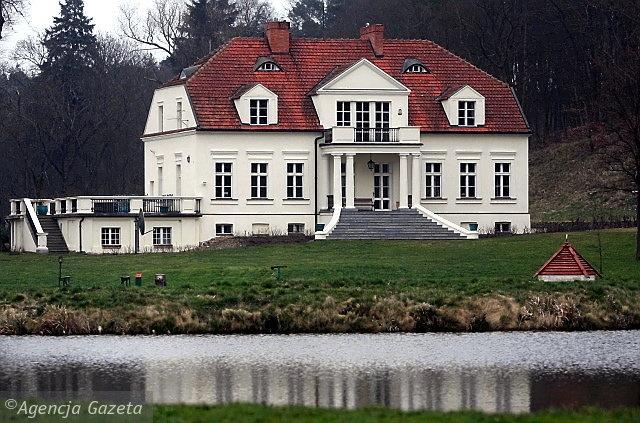 XVIII-wieczny dworek Radosława Sikorskiego w Chobielinie