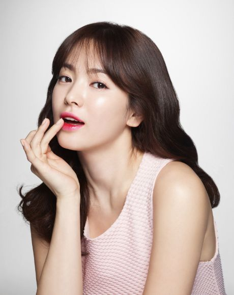 K-dramas are full of intrigue, tears, laughs, kisses and some incredibly stunning beauties! DramaFever has teamed up with the leading K-beauty e-tailer Memebox to create a limited edition promotion-- sign up for 1 year of DramaFever Premium at the special price of $35.99 (40% off!) and get $54 worth of K-beauty goodies absolutely FREE! Here are some looks below to give you some ideas once you receive your gift:.