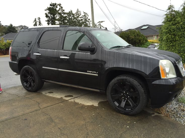"2011 GMC Yukon Denali with 2016 Chevy 22"" rims"