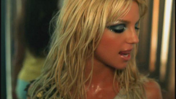 "Britney wearing Sandy B lipstick from MAC in her ""Slave 4 U"" video."