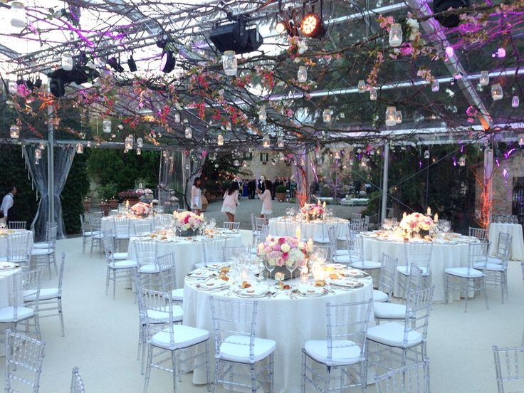 Branches and pink flowers to decorate the roof, along with jar with candles. White and pink flowers centerpiece