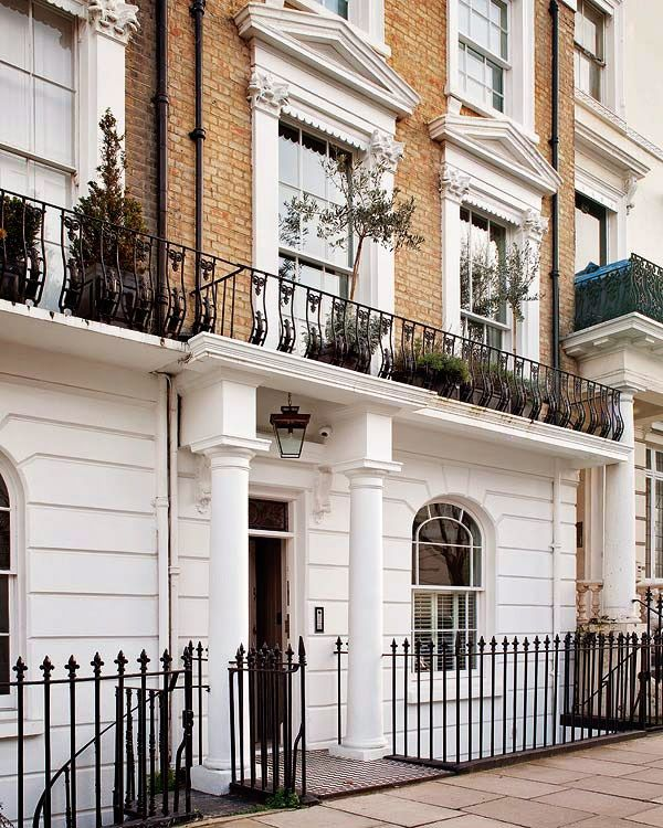 A classic apartment in Notting Hill  The Victorian and elegant facade of this building in London  suggests an interior live up the exterior. Katrina, decorator, has invested  with her unconditional love for the beauty of the place, this redesigned space.