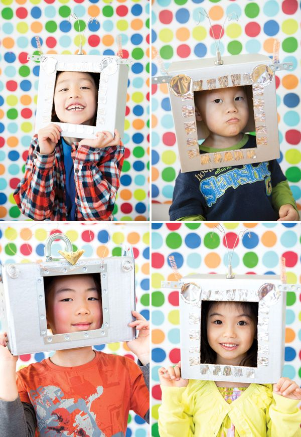 The little people in my life would love this! Creative & Playful Robot Rainbow Photo Booth