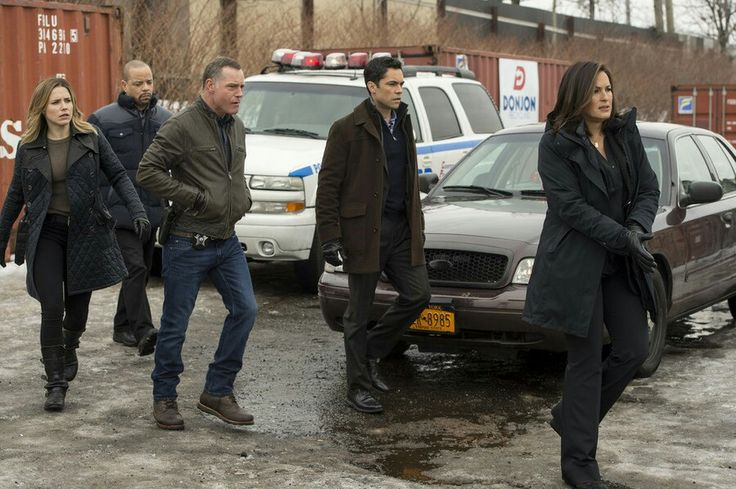 Daydream Believer Danny Mariska Ice T Jason Beghe And Sophia Bush Chicago Pd Crossover Chicago Pd Law And Order Special Victims Unit