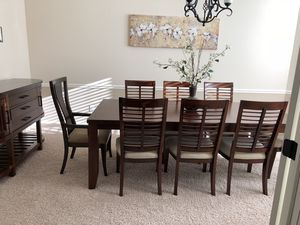 Beautiful 8 Seats Dining Set For Sale In Carmel In Furniture
