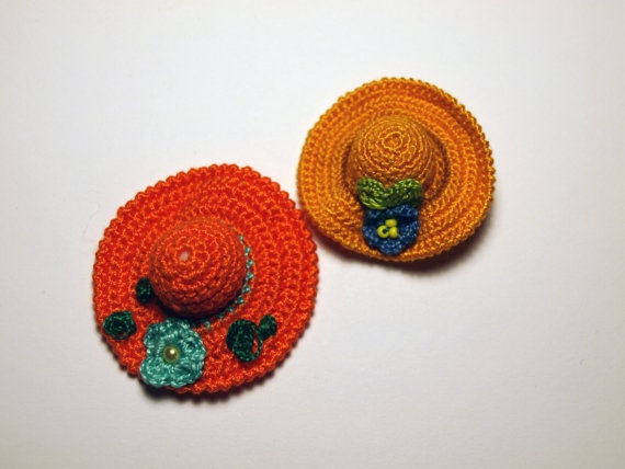 Tiny Crochet Hat Brooches by fauxvijoux on Etsy, €12.00