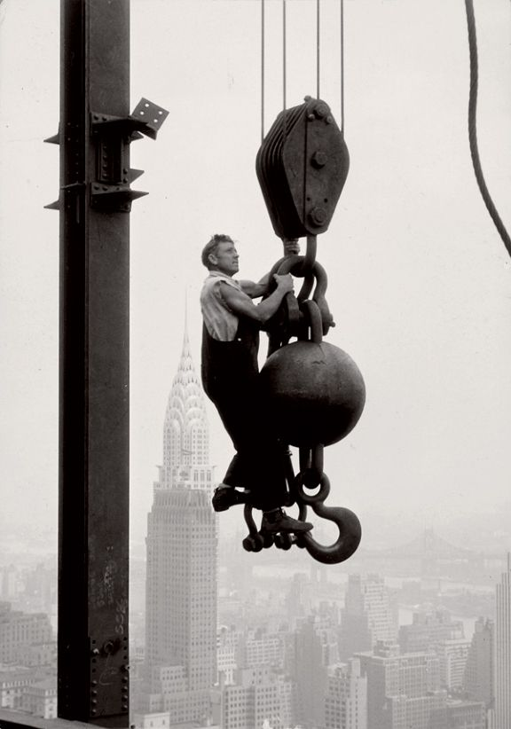 Lewis Hine  New York City -  construction of Empire State Building