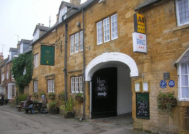 1 Jan 2009.  The Crown Inn, Blockley, starting at the entrance to the car park and going left (west) on High Street.   [quisnovus site on Flickr - Photo Sharing!]