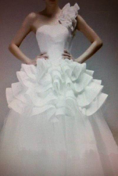 Wedding dress great for hiding pregnant tummy ads for Wedding dress to hide pregnancy