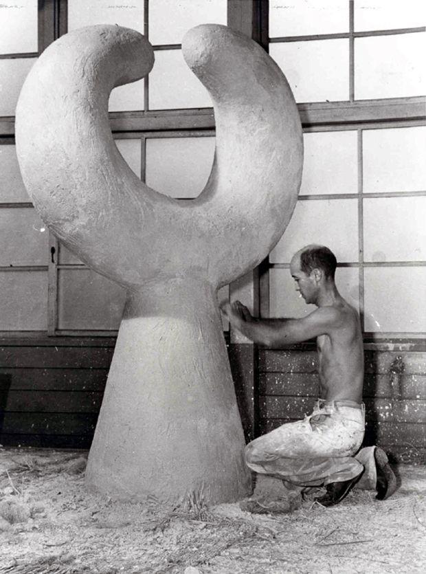 Isamu Noguchi at Work 4                                                                                                                                                                                 More