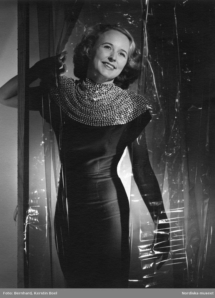 Porträtt av opera- och operettsångerskan Gurli Lemon-Bernhard (1916-2011). Foto: Kerstin Boel Bernhard, ca 1940-1945
