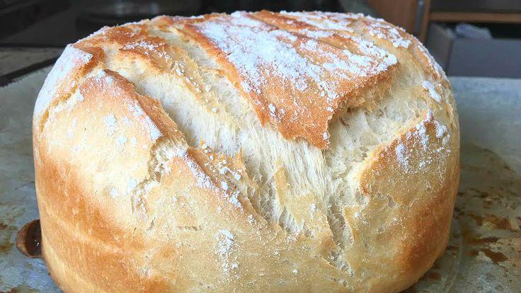 Preparar pan casero es muy fácil y rápido, te enseño a elaborarlo con harina común. Ya verás qué pan más crujiente por fuera y esponjoso por dentro