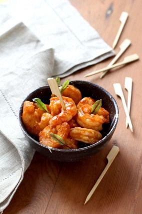 """750g vous propose la recette """"Crevettes laquées au miel et Worcestershire sauce"""" publiée par Pascale Weeks."""