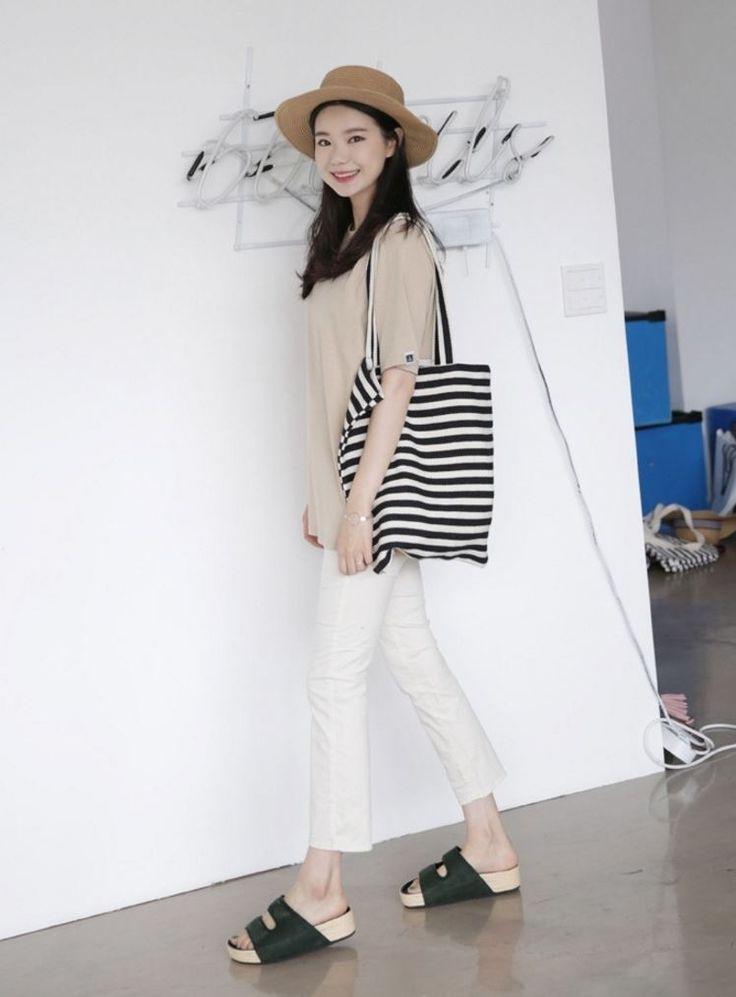 Dress Up Confidence! 66girls.us Striped Cotton Tote Bag (DJBF) #66girls #kstyle #kfashion #koreanfashion #girlsfashion #teenagegirls #younggirlsfashion #fashionablegirls #dailyoutfit #trendylook #globalshopping