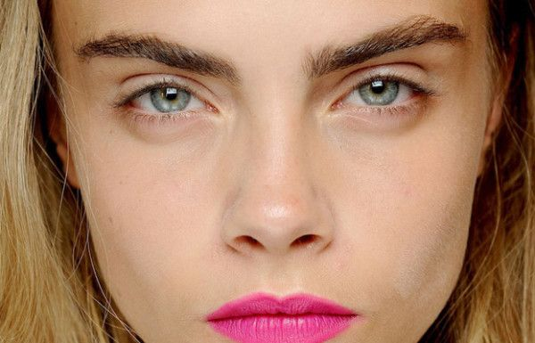 cara_delevingne-eyebrows