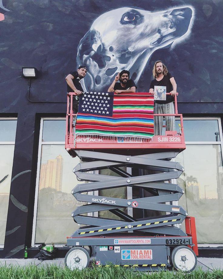 Pasando el día de la independencia gabacha pintando en Wynwood con la bandera de #nachobecerra pintando el primer muro de la Expo de @jenaro_visualcraft @juicy_colors y @andrik_noble para ArtBasel 2017 ✨ Gracias Limited Gallery 22nd & NW Miami 🇺🇸 @streetartchilango_crew #streetartchilango #streetartusa #streetartist #streetarts #streetarteverywhere #streetartdaily #streetartlovers #bepartofstreetart @bepartofstreetart #wynwood #wynwoodwalls #miami #miamiart #dalmatian…
