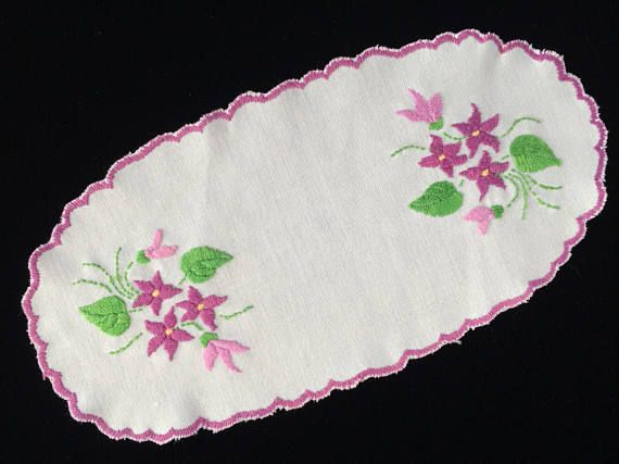 Oval Doily. Violet Pattern Eastern European Vintage Embroidered Linen Doily. Authentic White Linen Doiliy with  Scalloped Edge. RBT1873
