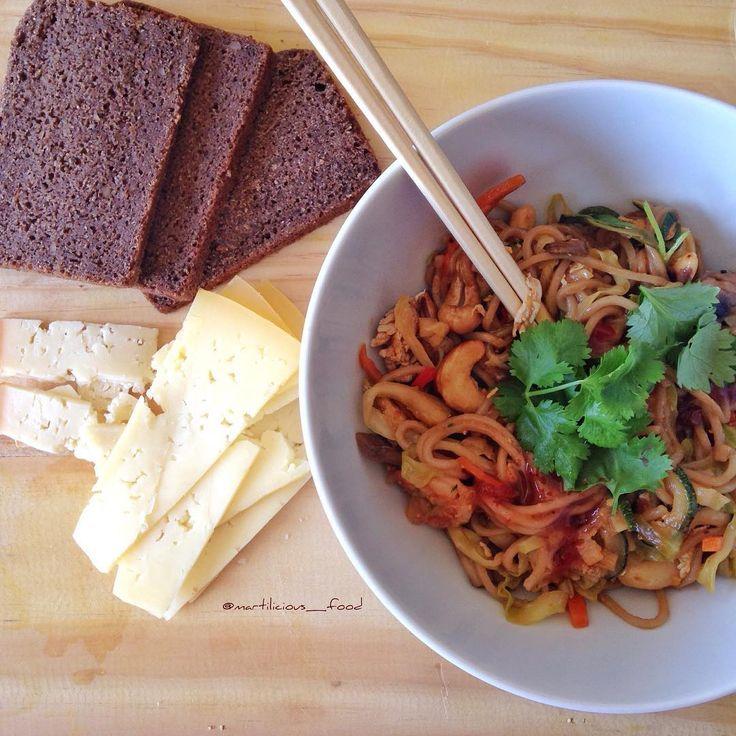 Noodles de camarão com molho Pad Thai!