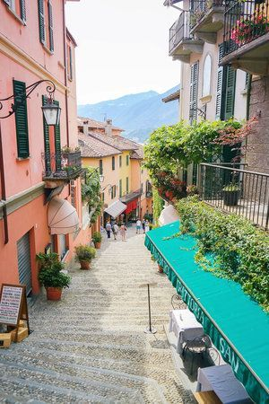 Visiting Italy - the perfect itinerary. Stop two: Bellagio, Lake Como | Planning a trip to Italy? Here is the perfect itinerary to see it all - Rome, Florence, Amalfi Coast, Cinque Terre, and more!