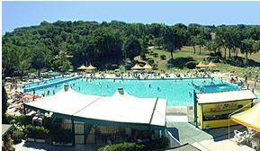 Terme di Orte, med et stort picnic område til både den medbragte mad og vin - hvis man ikke køber på stedets restaurant Se mere på www.lazio.dk