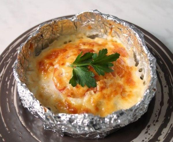 """Куриное филе """"Сюрприз"""" , запечённое в фольге Ингредиенты: Филе куриное 3 шт. Молоко 1 стакан Картофель средний 6 шт. Лук"""