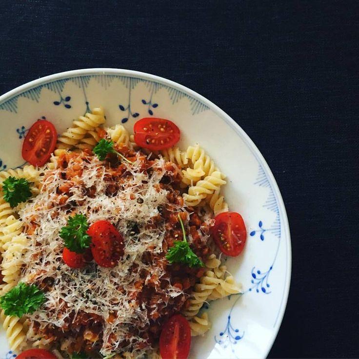 """Spaghetti med hurtig """"kødsauce"""""""