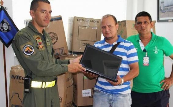 Gaama ante responsabilidad social.Fuerza Aérea Colombiana transporta 40 computadores en apoyo a la Alcaldía de Leticia.
