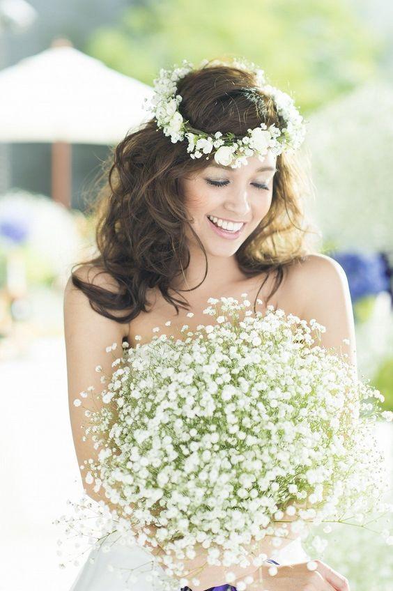 花言葉は『純粋・幸福』♡かすみ草トッピングで作る可愛すぎるヘアアレンジまとめ*にて紹介している画像