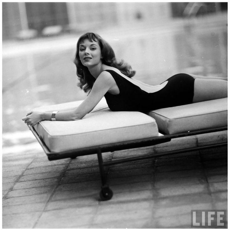 Vikki Dougan Photo Ralph Crane Swiming Pool 1957 d