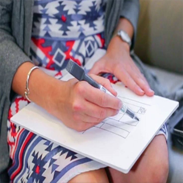 Adaptable, lightweight and portable whiteboard notebook.