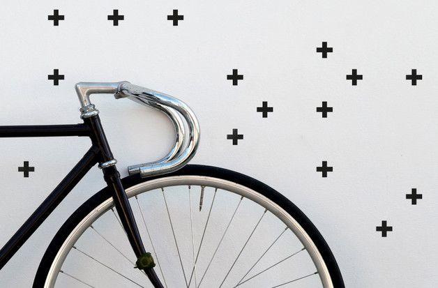 **Damit möbelst Du jede Wand auf!**  Matt-schwarze Klebe-Kreuze mit einer Größe von 30mm x 30mm. Dieses Set besteht aus 54 Stück.  Sie haften problemlos auf allen Oberflächen (Holz, Tapete,...