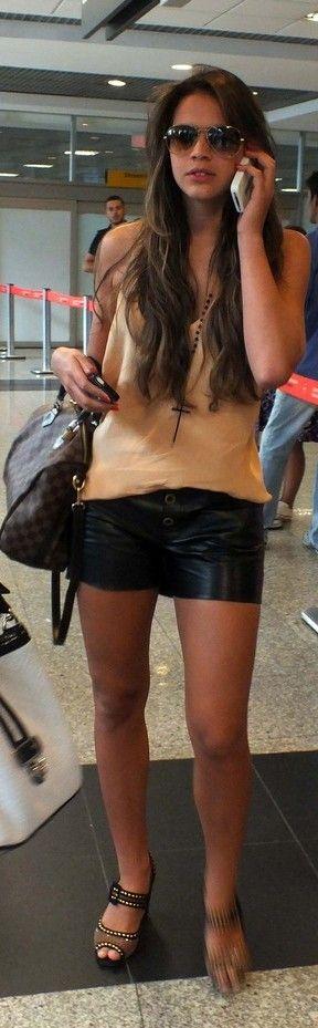 Bruna Marquezine no aeroporto de Congonhas