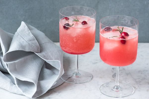 Healthy Alcoholic Drinks: Cranberry + Rosemary Fizz... lo dijo Dr. Junger, no yo... @clarabroan