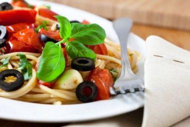 Pasta fredda olive, pomodorini e mozzarella: la regina dell'estate! | Cambio cuoco
